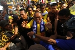 Could Aburizal Bakrie (centre) and his Golkar party be the lynchpin in a PDI-P led coalition? Photo by AFP.